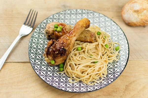 Salade landaise + Nouilles chinoises sauce soja aux pignons de poulet + Salade d'ananas aux fruits secs